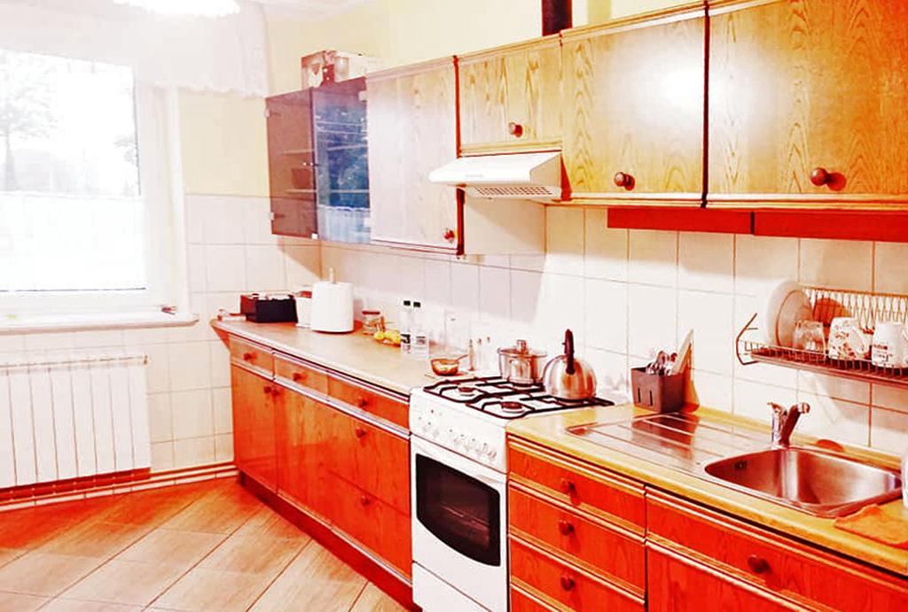 praktycznie zaaranżowana kuchnia w mieszkaniu na sprzedaż Wrocław (okolice)