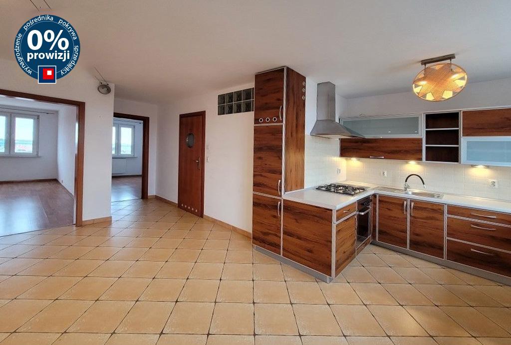 widok od strony aneksu kuchennego na salon w mieszkaniu na sprzedaż Wrocław Krzyki