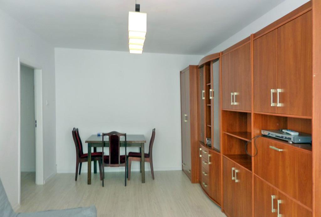 widok z salonu na jadalnię w mieszkaniu na wynajem Wrocław Psie Pole