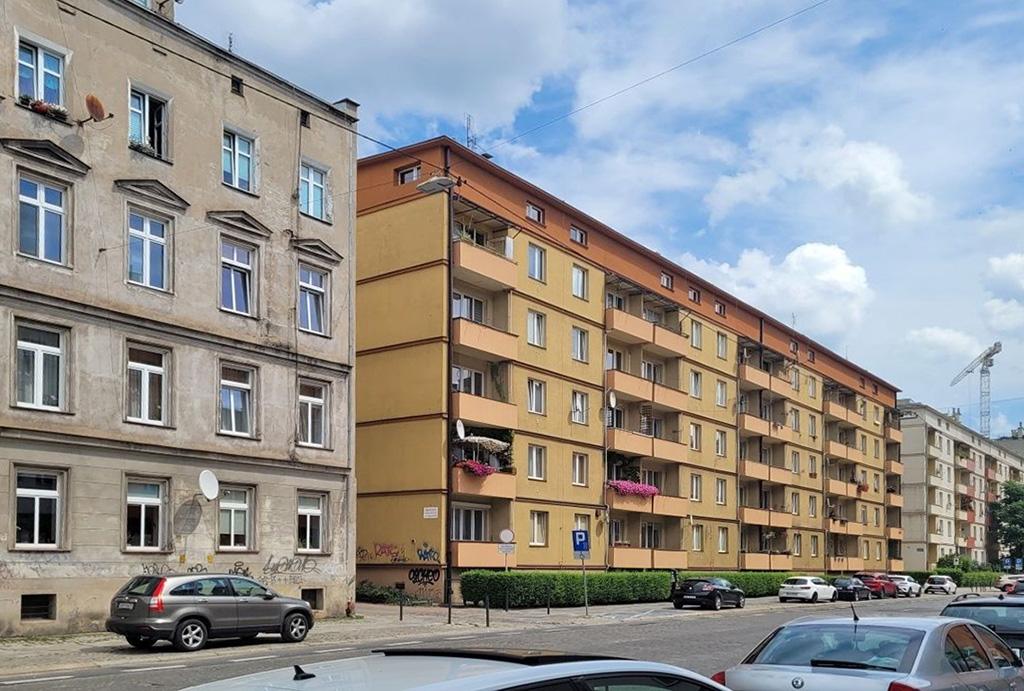atrakcyjna okolica, w której znajduje się oferowane na wynajem mieszkanie Wrocław
