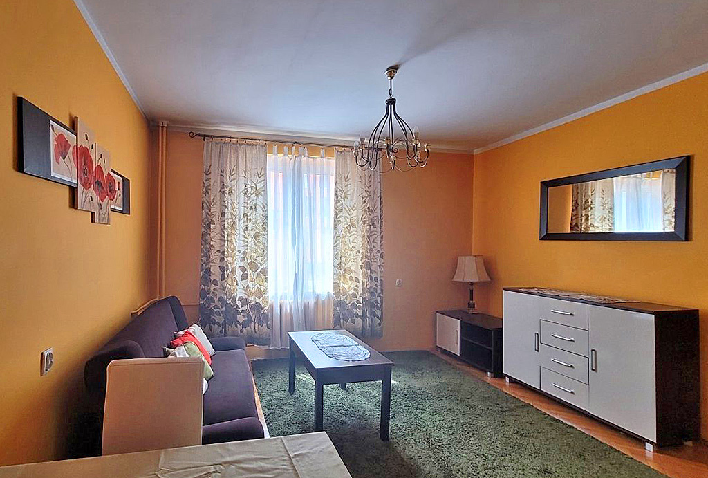 druga strona pokoju dziennego w mieszkaniu do wynajmu Wrocław