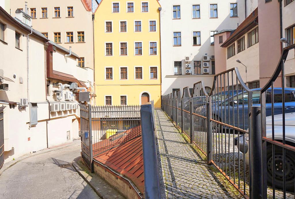 prestiżowa lokalziacja oferowanego do sprzedaży mieszkania Wrocław