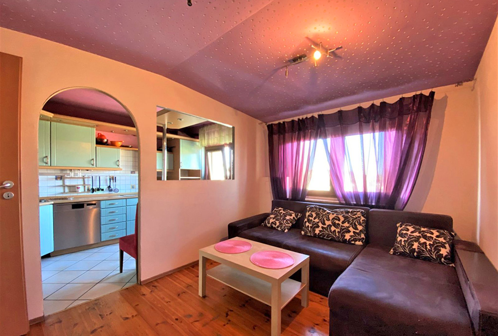 nowocześnie urządzony salon w mieszkaniu na sprzedaż Wrocław okolice