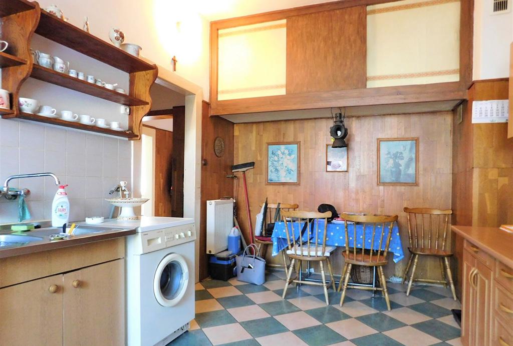 praktycznie urządzona kuchnia w mieszkaniu do sprzedaży Wrocław (okolice)