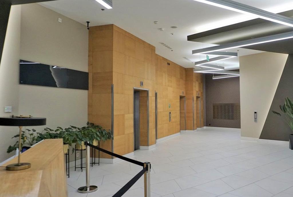 imponujące lobby w apartamencie do wynajęcia Wrocław