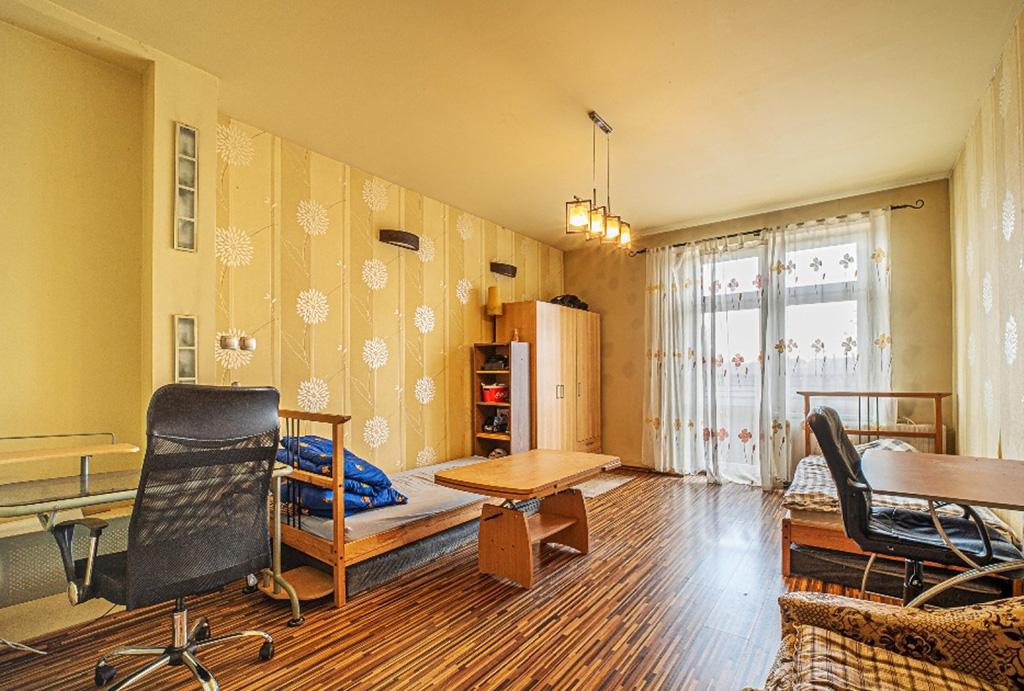 jeden z komfortowych pokoi w mieszkaniu na sprzedaż Wrocław