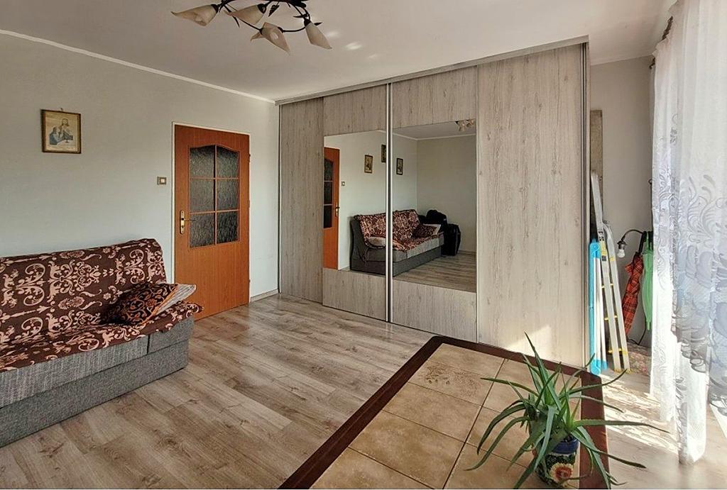 komfortowy pokój gościnny w mieszkaniu do sprzedaży Wrocław
