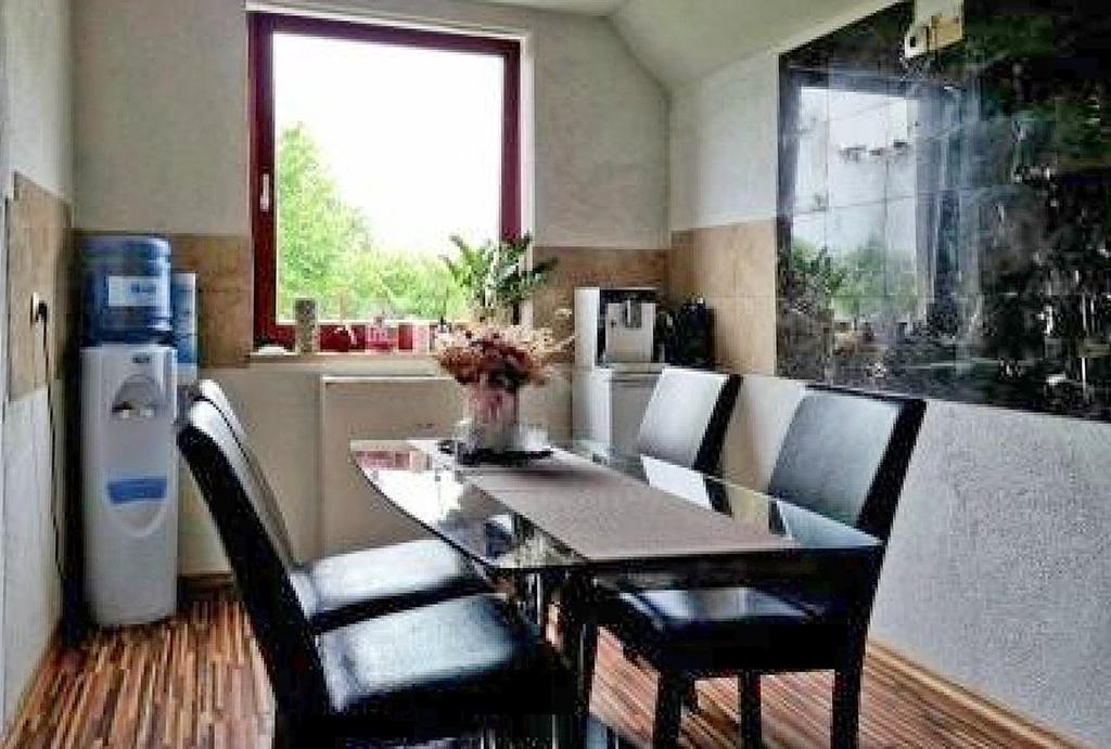 wytworny salon w mieszkaniu do sprzedaży Wrocław